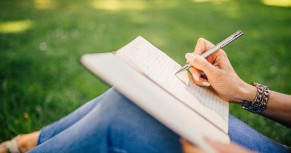 Are you left-handed or right-handed? This reveals a lot about you